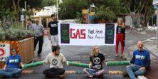 הבוקר (ב', 2/12) חסמנו את הכניסה לוועידת האנרגיה והעסקים בכפר המכבייה, במחאה נגד תכנית צינור […]